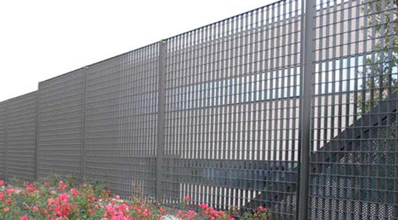 Pannelli di grigliato da recinzione con relative piantane